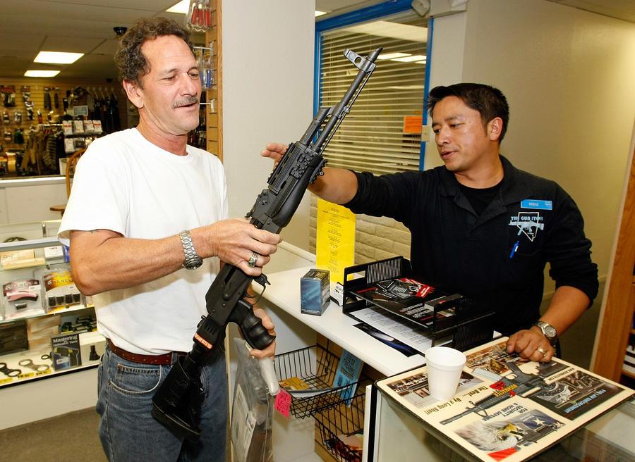 Американцы скупили все АК-47, с рук автомат можно приобрести только по завышенной вдвое цене