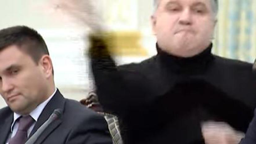 Цирк по-киевски: эксперты объяснили RT суть конфликта Авакова и Саакашвили