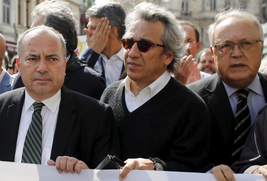 Власти Турции арестовали журналистов за статью о поставках оружия боевикам в Сирии