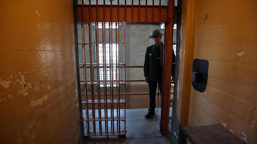Голодающих в тюрьмах Калифорнии будут кормить насильно
