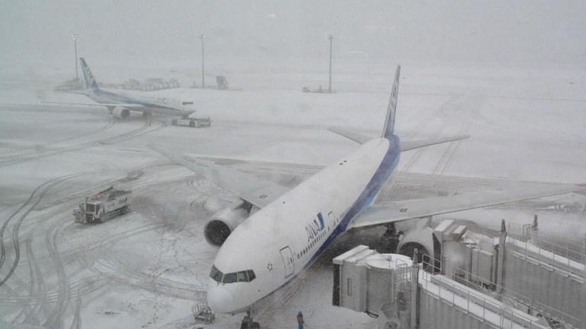 Жертвами мощных снегопадов в Японии стали два человека, более 320 человек пострадали
