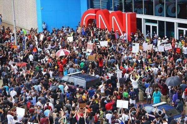 Эксперт: Осада офиса CNN в Атланте – реакция зрителей на замалчивание фактов
