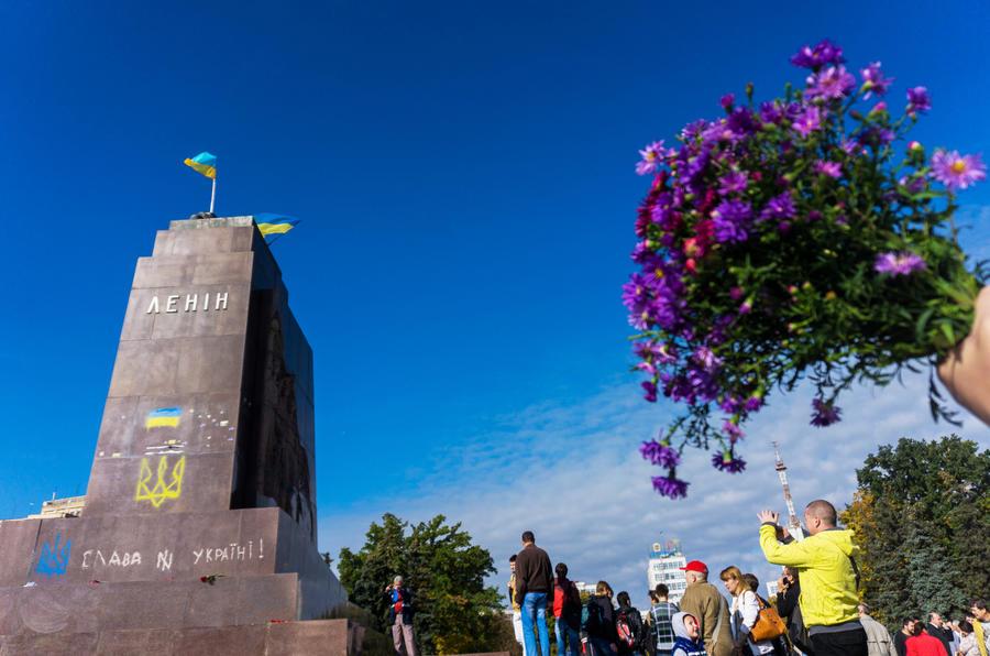 Украинские СМИ: Закон о декоммунизации принят для отвлечения внимания от коррупции в правительстве