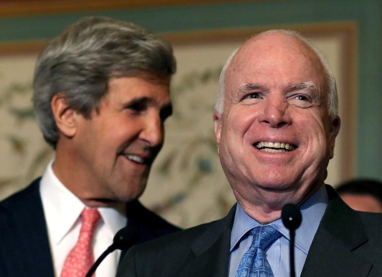 Маккейн и Керри, обвиняя Асада, ссылались на заключение фальшивого эксперта