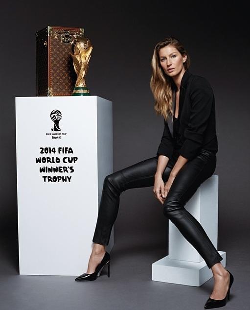 Кубок мира на финальный матч ЧМ-2014 доставит бразильская супермодель Жизель Бюндхен