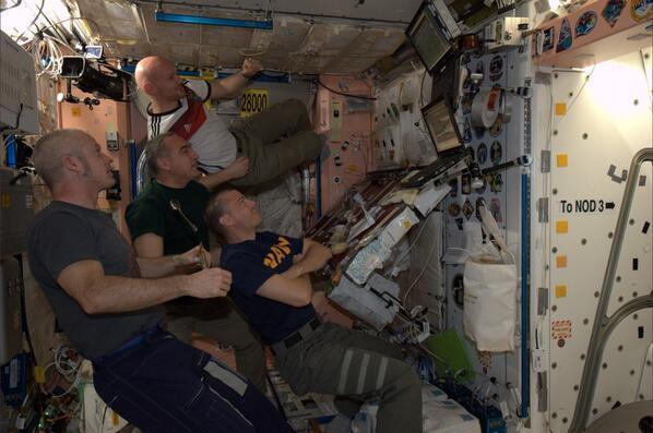 Футбол на скорости 28 тыс. км/ч: экипаж МКС внимательно следил за финалом ЧМ-2014