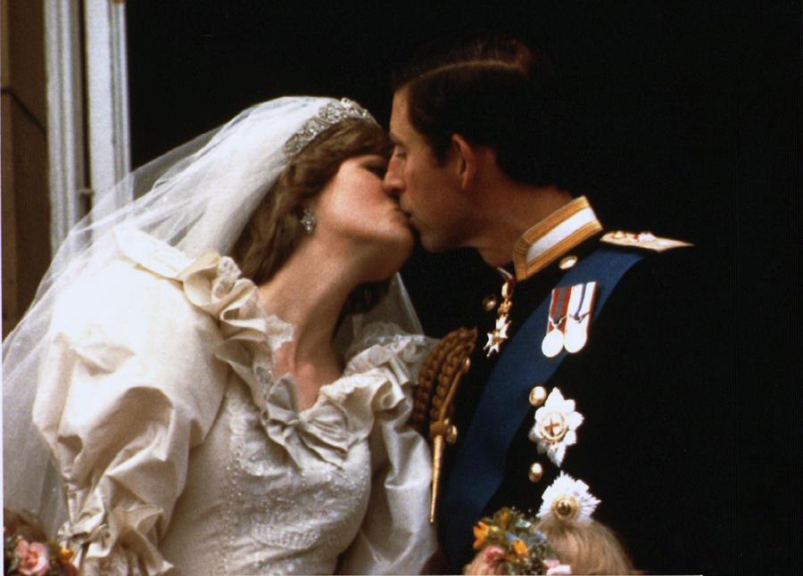 СМИ: Принц Чарльз помешал телеканалу BBC показать документальный фильм о Диане
