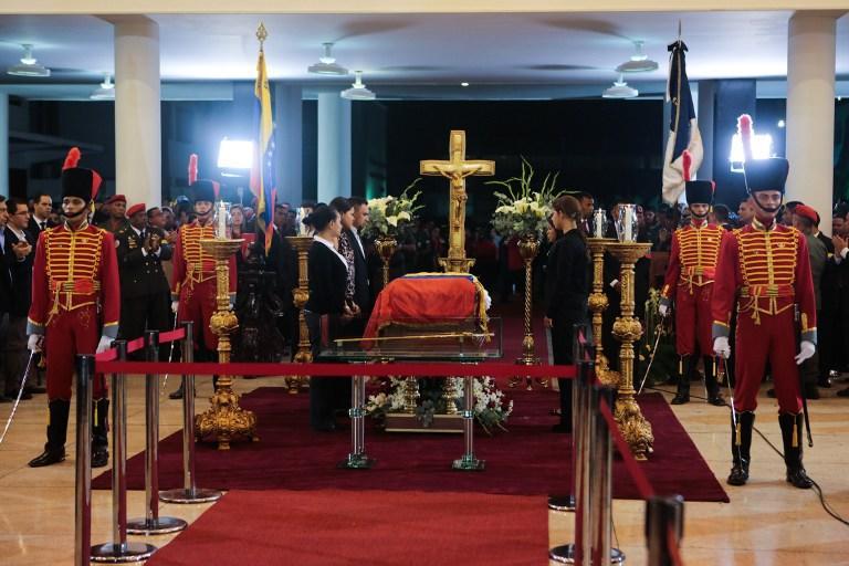 Испанские СМИ: Чавес в гробу кажется на 10 лет моложе, он не выглядит, как человек два года боровшийся с раком