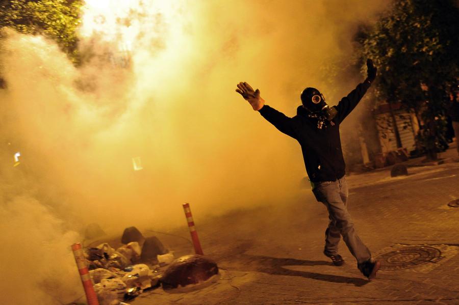 Турецкая полиция водомётами и слезоточивым газом разогнала многотысячную демонстрацию в городе Сома