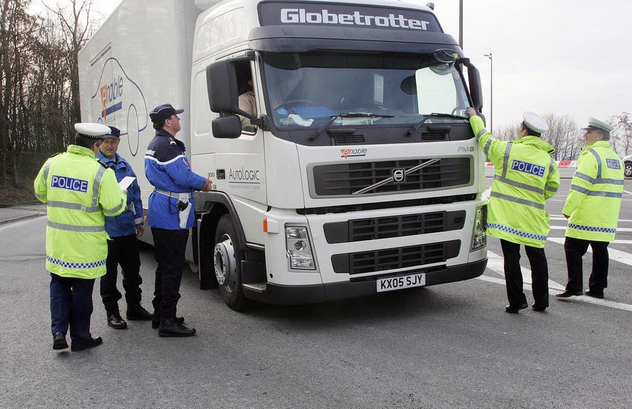 Британских заключенных отправляют на курсы вождения грузовиков