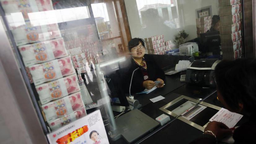 Китайские банки выкладывают деньги на витрины, чтобы доказать свою состоятельность