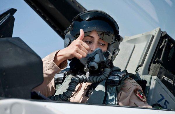 Семья отказалась от женщины-пилота за то, что она бомбила позиции ИГ в Сирии