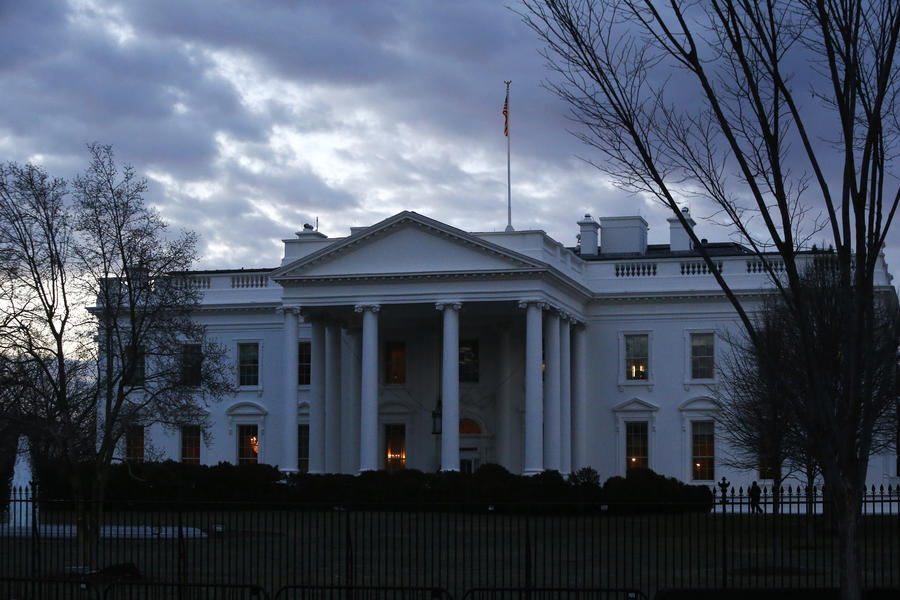 Американский политолог: Франция и Германия наконец-то поняли, что США сошли с ума
