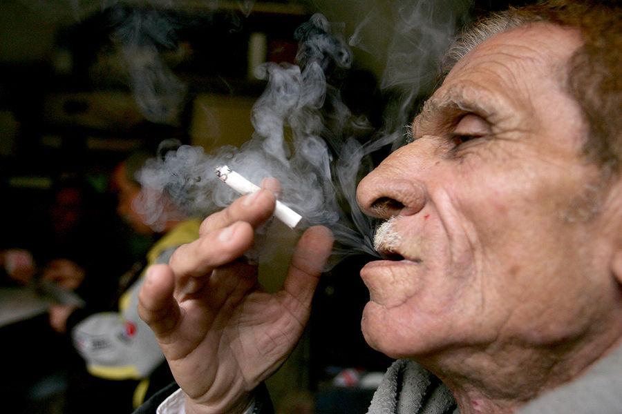 Исследование: Курение сокращает жизнь на десять лет