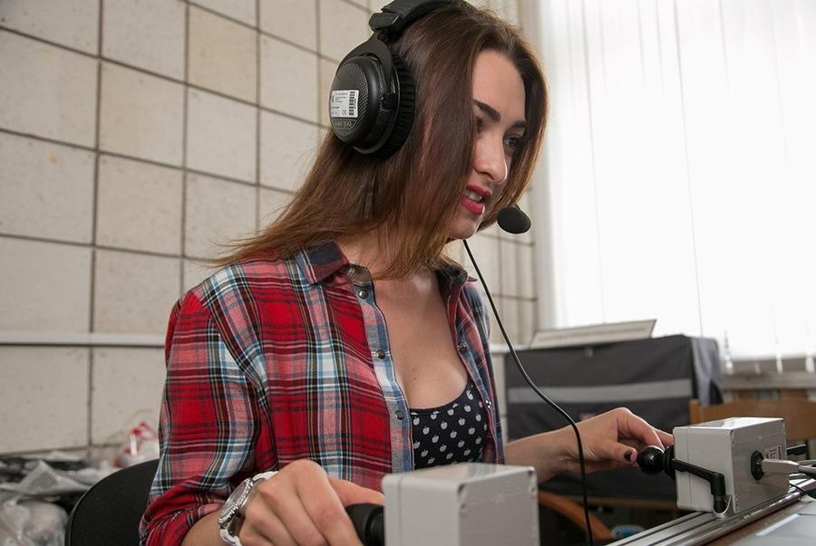 Десять российских девушек начали подготовку к условному полёту на Луну