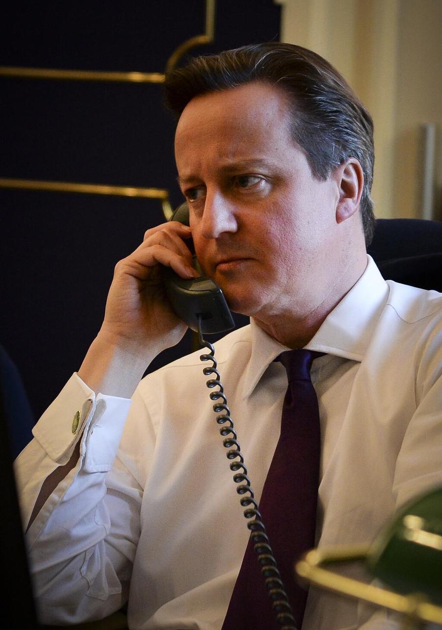Весь мир на проводе: фото печального Дэвида Кэмерона превратилось в Twitter-вирус
