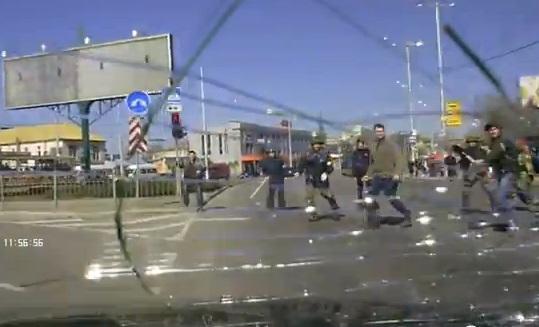 Неизвестные в Запорожье напали на автомобиль с участниками пророссийского митинга