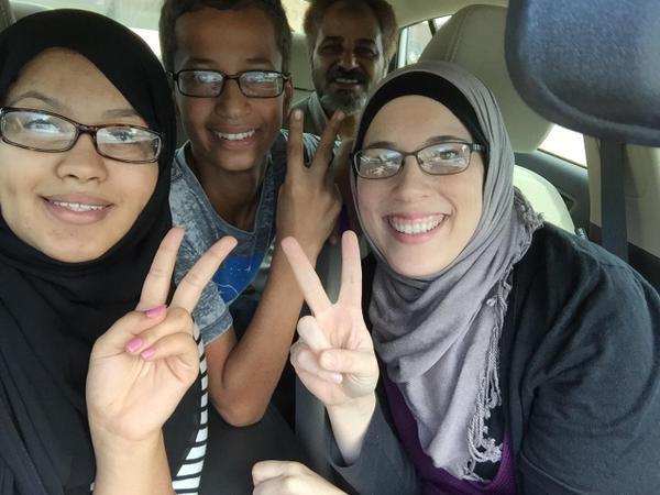 Весь мир поддержал школьника, арестованного в США за самодельные часы