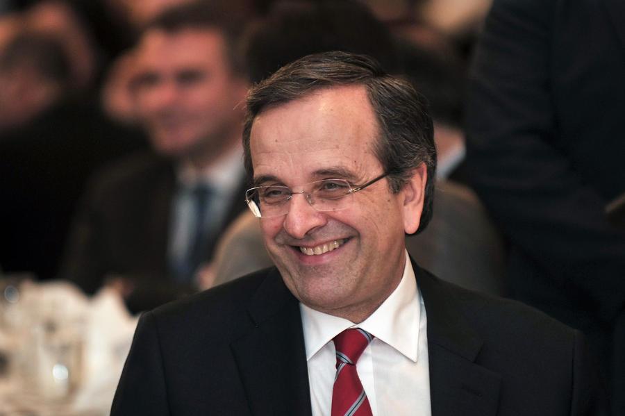 Греческое правительство призывает задерживать бастующих преподавателей