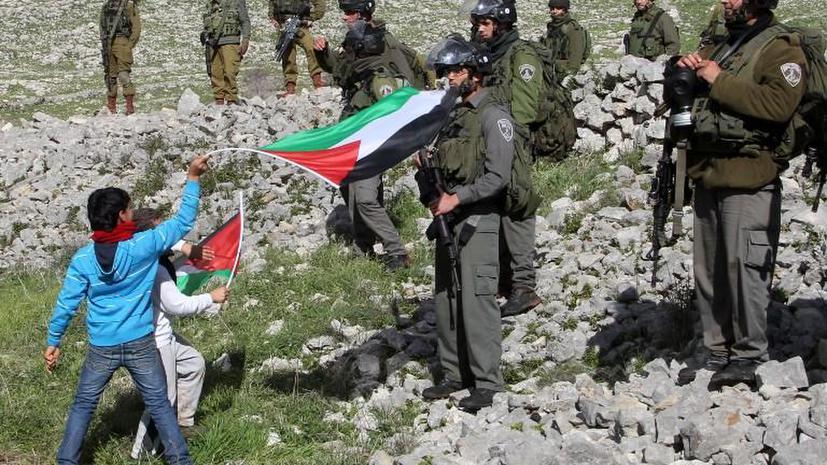 Израильские военные сажают палестинских детей в тюрьмы и издеваются над ними