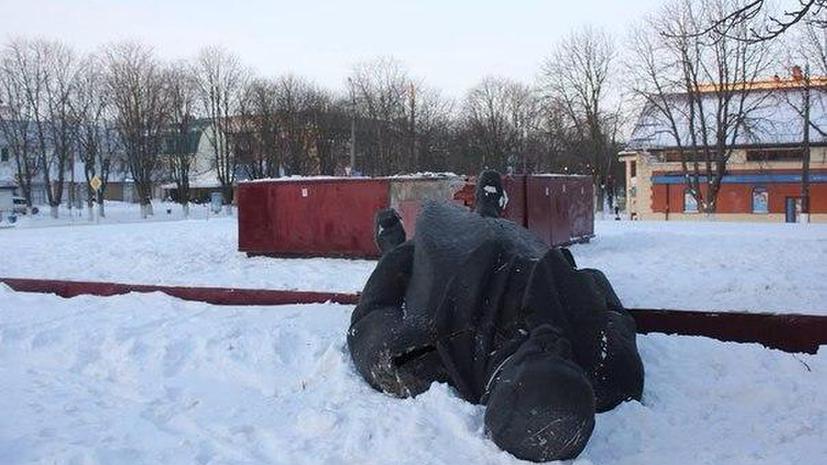 Под Киевом снесён 6-метровый памятник Ленину