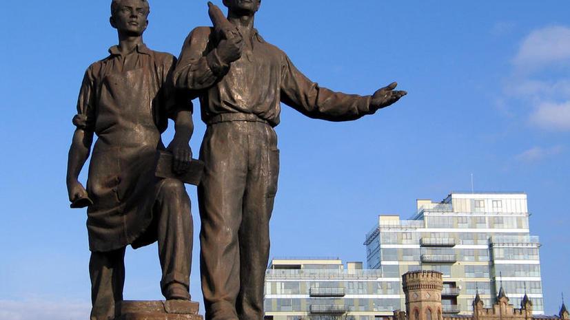 СМИ: В литовских городах решается судьба советских скульптур