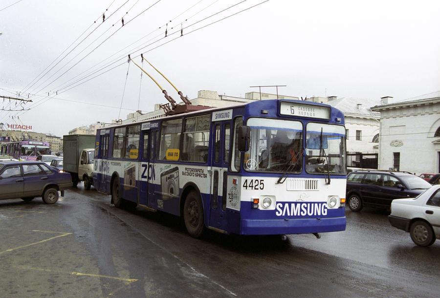 «Мосгортранс» перекрасит общественный транспорт