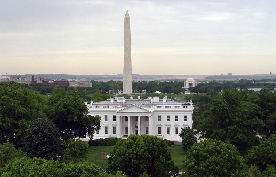 Соцопрос: половина американцев считают, что правительство США угрожает их правам и свободам