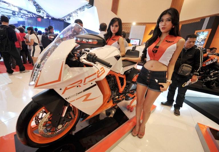 Индонезийкам будет разрешено сидеть на мотоцикле только «боком»