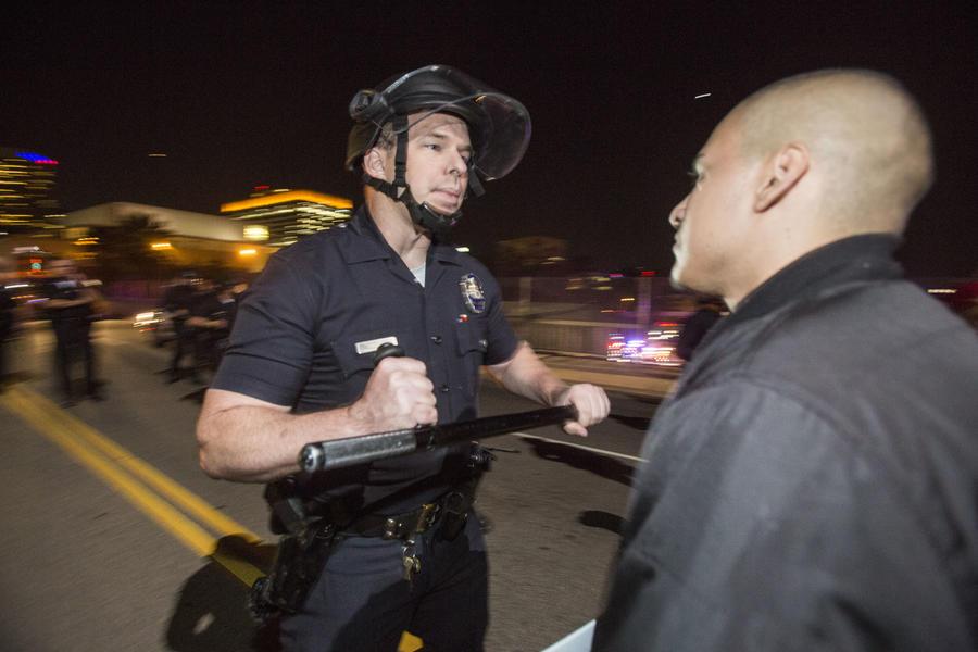 Спроси у копа: Тwitter-акция превратилась в форум ненависти к полиции