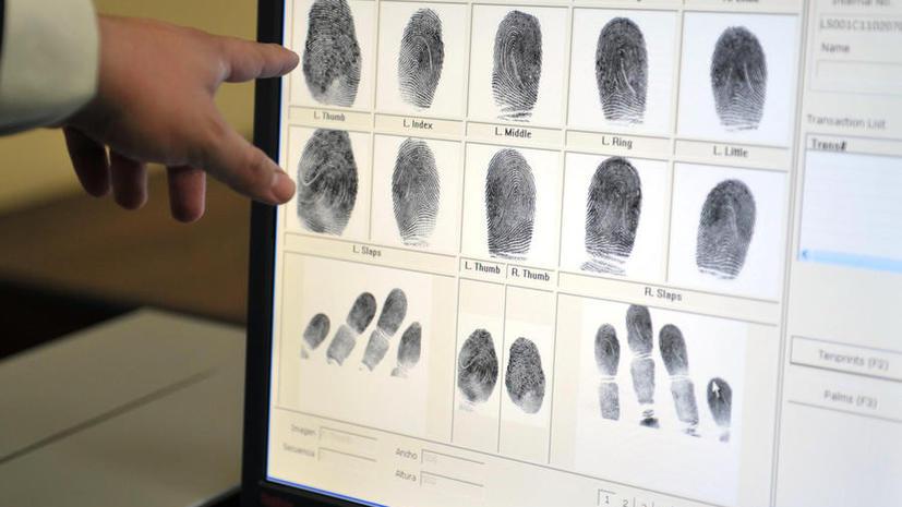СМИ: Больных СПИДом россиян и мигрантов обяжут сдавать отпечатки пальцев