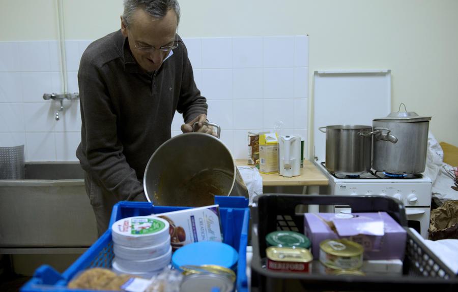 Красный крест раздаст еду британским бездомным впервые за 50 лет