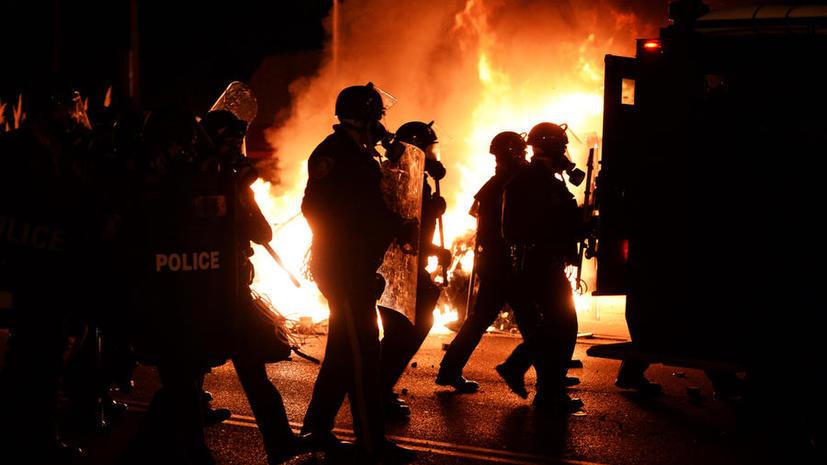 Волнения охватили города США после оправдания присяжными полицейского