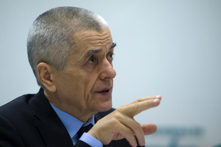Онищенко: Гражданин обязан сделать замечание курильщику