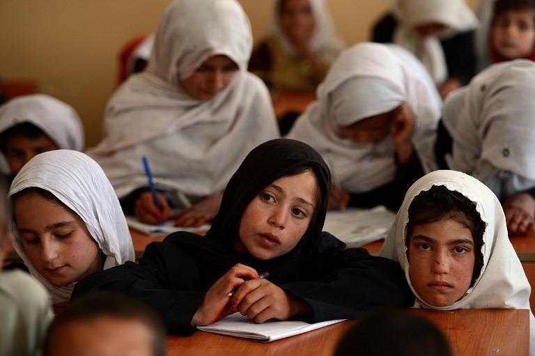 Афганский министр пригрозил наказывать школьниц со слабыми желудками
