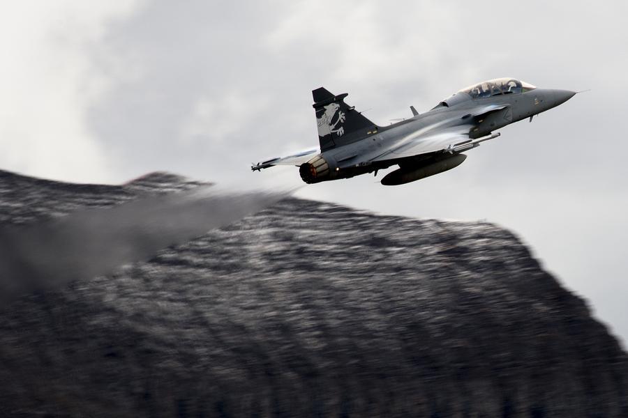 Российские истребители посеяли раздор между Швецией и Швейцарией