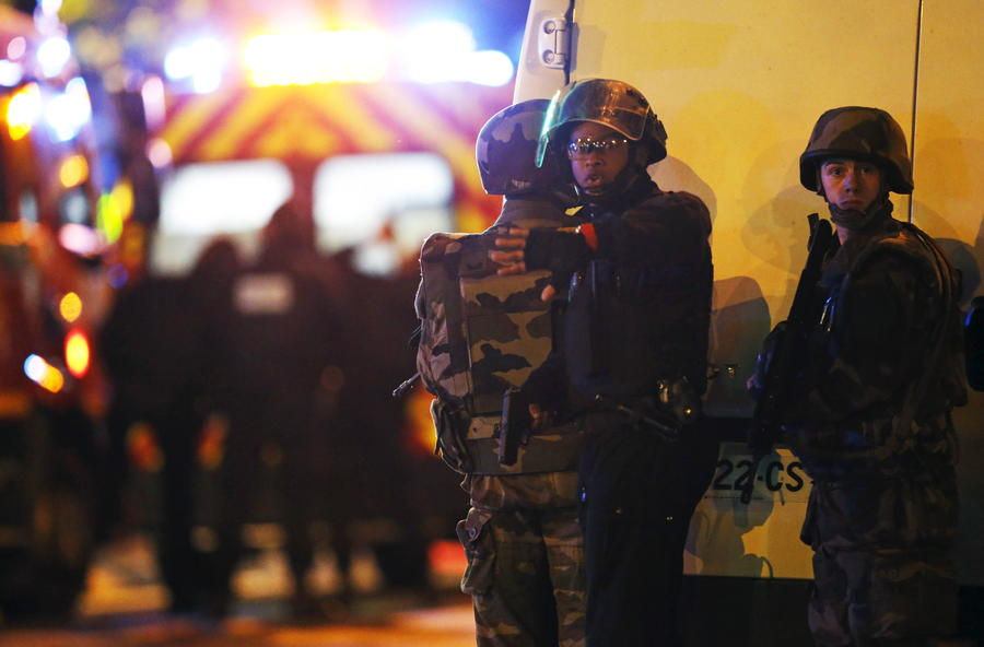 В результате захвата заложников в Париже погибли более 100 человек