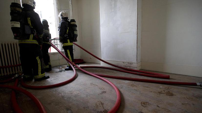 Рядом с горящим химзаводом в США продолжаются пожары, люди заблокированы в домах