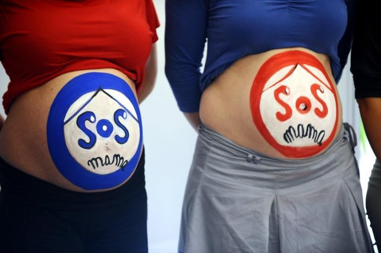 Врачам в Канзасе могут приказать пугать беременных пациенток раком