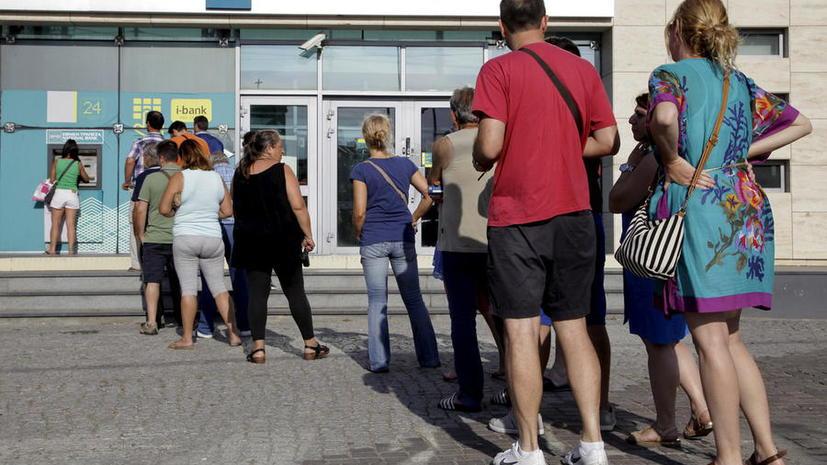 Греция перед референдумом ввела ограничения на работу банков