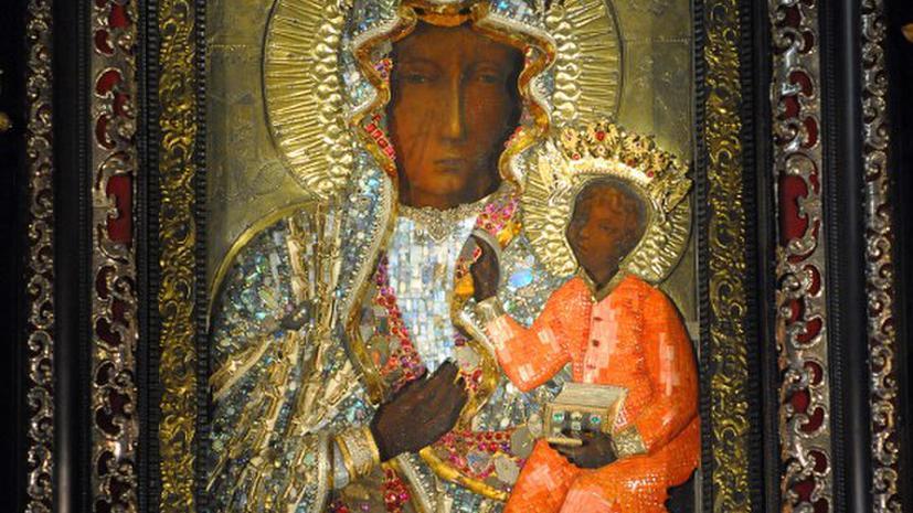 Вандал облил краской главную святыню Польши