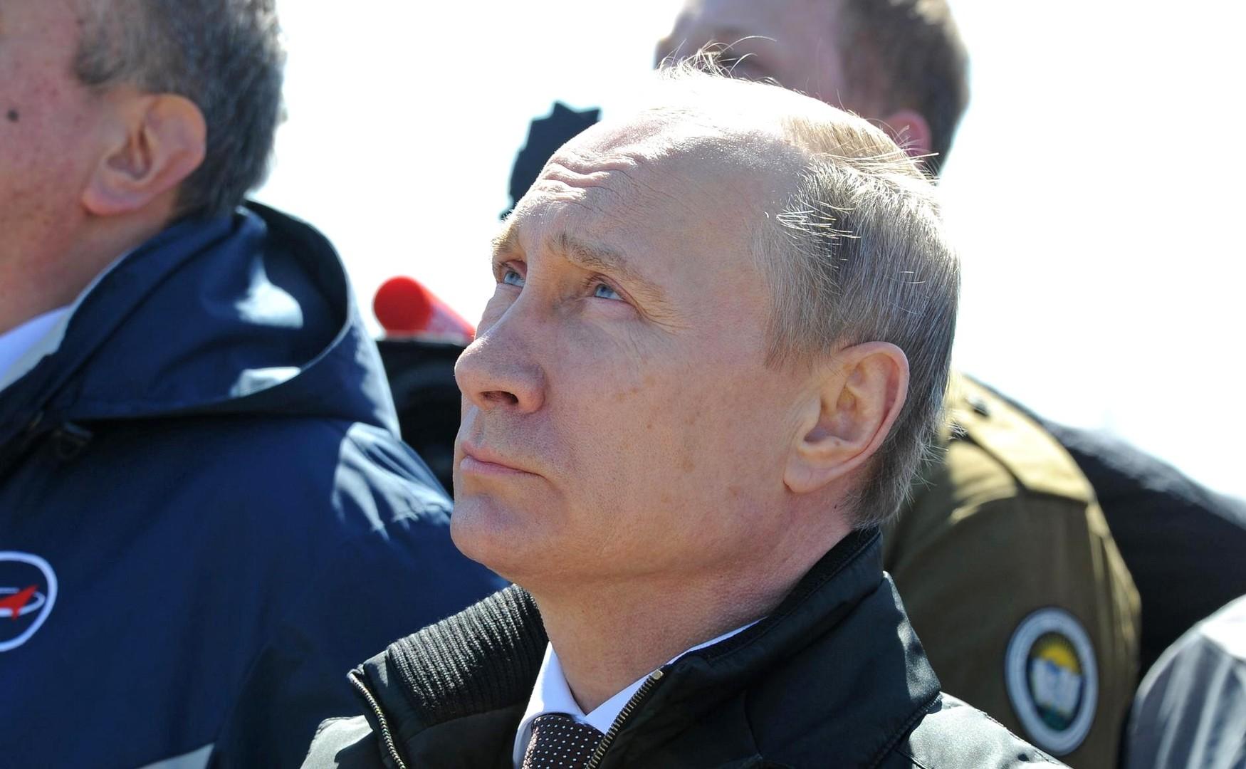 Владимир Путин наблюдает за запуском ракеты-носителя «Союз-2.1а» с космодрома Восточный