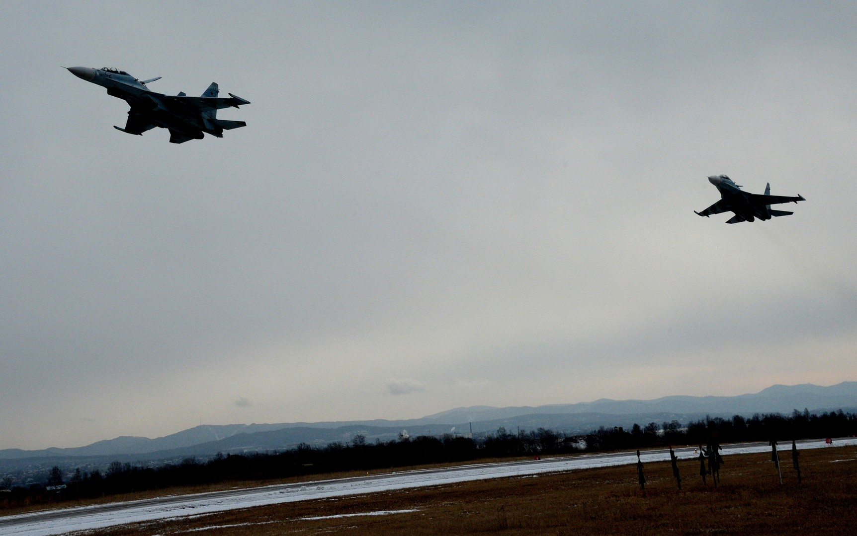 Минобороны о манёвре Су-27: Самолётам-разведчикам не надо подкрадываться к границам РФ
