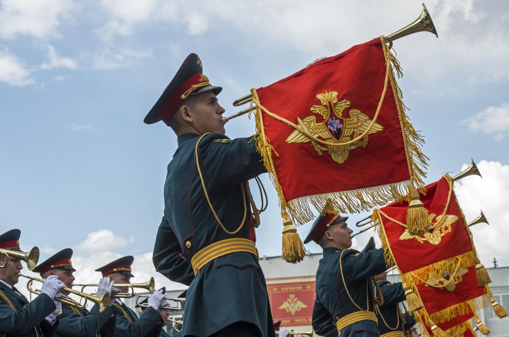 Военнослужащие сводного оркестра Московского гарнизона во время смотра готовности к военному параду в Москве.