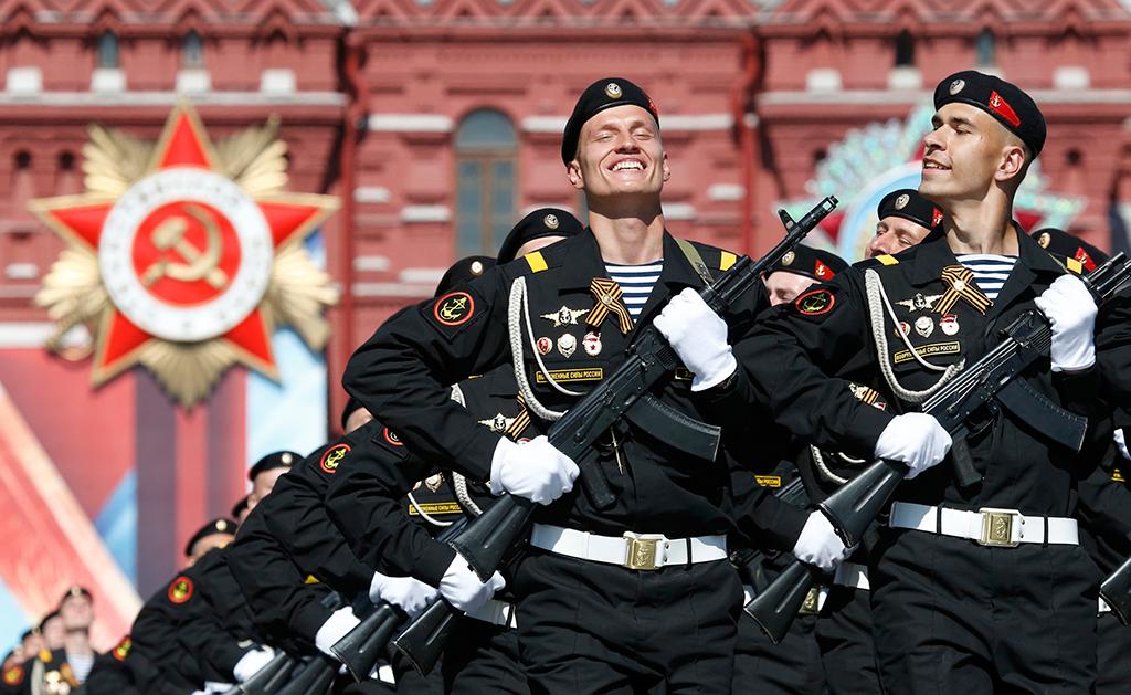 Военнослужащие парадных расчетов во время военного парада на Красной площади в честь 71-й годовщины Победы в Великой Отечественной войне 1941-1945 годов.