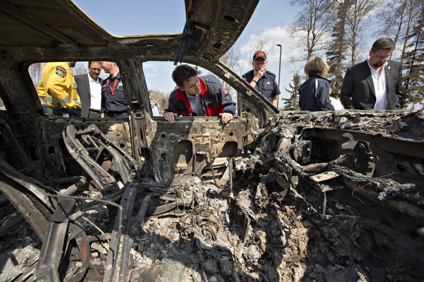 Премьер министр Канады Джастин Трюдо прибыл в опустошённый огнём Форт-МакМюррей в провинции Альберта