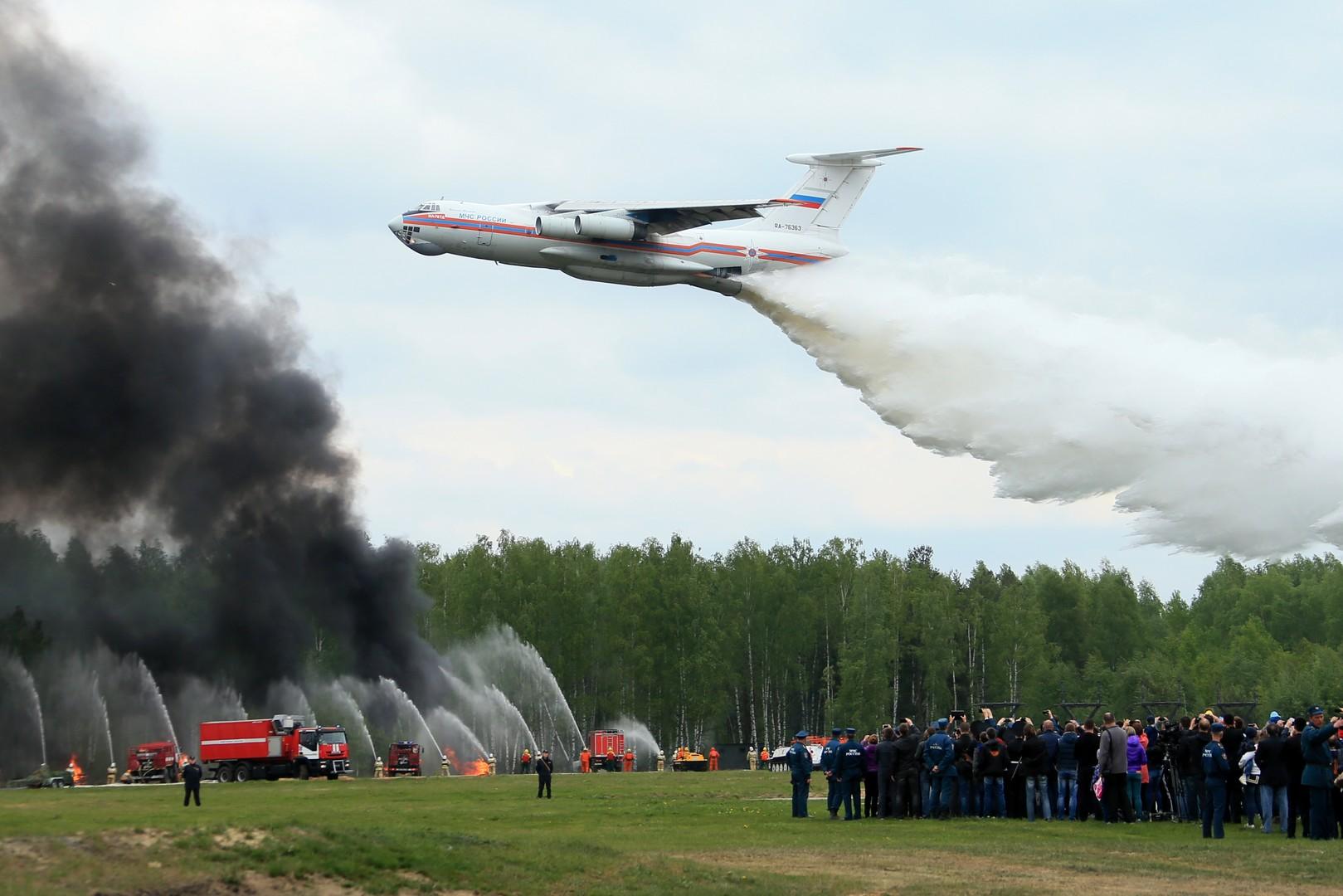 Самолет Ил-76Д на демонстрационных учениях в рамках открытия Международного салона «Комплексная безопасность-2016» в Ногинске.