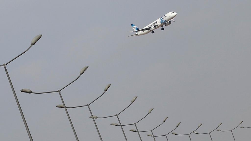 Самолёт EgyptAir с 56 пассажирами на борту потерпел крушение в Средиземном море