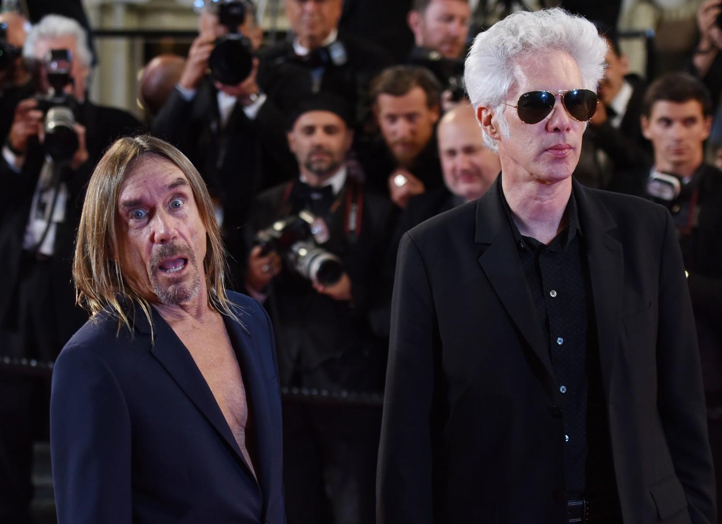 Режиссёр Джим Джармуш и американский рок-музыкант Игги Поп  на красной дорожке премьеры фильма «Дай мне опасность» (Gimme Danger) в рамках 69-го Каннского кинофестиваля.