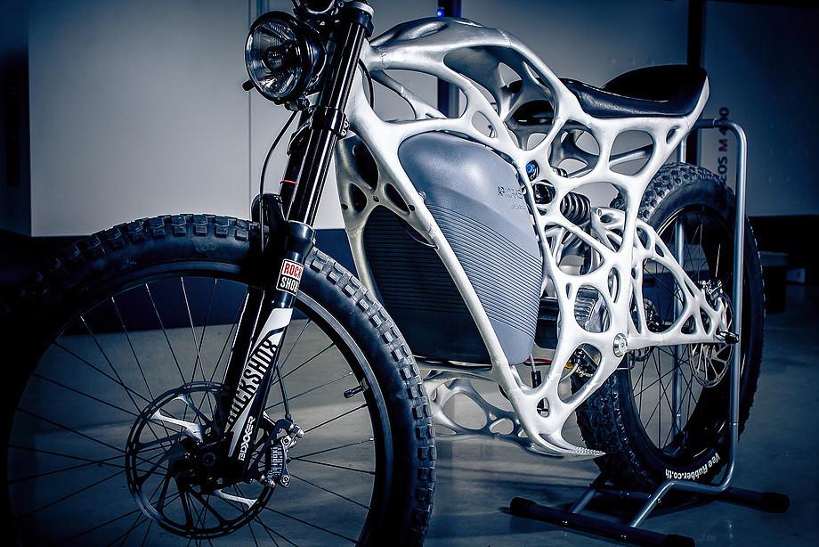 Инженеры Airbus напечатали электромотоцикл на 3D-принтере